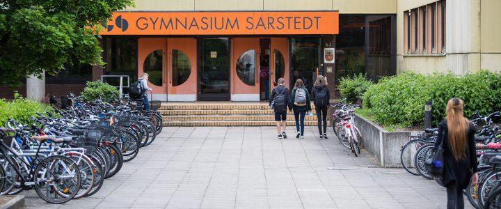Zahlreiche Besucher beim Tag der offenen Tür am GySar